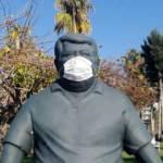 Eski Cumhurbaşkanı Özal'ın heykeline maske takıldı