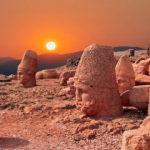 """""""Güneşin doğuşunun en güzel izlendiği yer"""" Nemrut Dağı"""