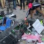 Kongre binasına giren göstericiler, gazetecilere de saldırdı