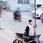 Çin'de dikkat çekmek isteyen gencin direkle imtihanı kamerada