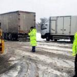 Edremit'te polis karda mahsur kalanlar için seferber oldu