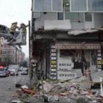 İstanbul Sultangazi'de binanın balkonu çöktü!