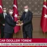 Mehmet Acet, Medya Oscarı ödülünü Cumhurbaşkanı Erdoğan'ın elinden aldı