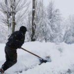 Tunceli'de evler ve araçlar, kar altında kaldı