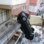 İstanbul'da şaşırtan kaza: Bahçeye uçan otomobil dik durdu