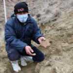 Köylüler su ararken mamut yada file ait olduğu düşünülen taşlar buldular!