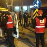 Türk Kızılay ekipleri Ankara'da soğuk havada nöbet tutan ekiplere çorba ikramında bulundu