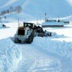 Yüksekova'da kardan kapanan 177 yol açılmaya çalışıyor