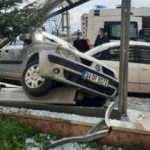Ehliyetsiz sürücü, polisin 'dur' ihtarına uymadı kaza yaptı
