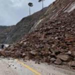 Kayseri'deki heyelan yolu kapattı