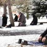 Sivas'ta, kar üzerinde cuma namazı