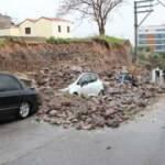 Sağanak nedeniyle istinat duvarı çöktü, 4 araç altında kaldı