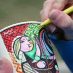 Türk sanatçı kağıt bardaklara resim yaparak dünyayı dolaşıyor