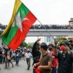 Myanmar'da kriz devam ediyor: 2 kentte sıkıyönetim ilan edildi