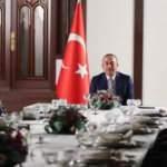 Dışişleri Bakanı Çavuşoğlu, Umman'da Türk vatandaşları ile bir araya geldi
