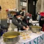 Hollanda'da Müslümanlardan evsizlere sıcak çorba