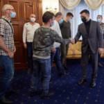 Nijerya kara sularında alıkonulan 6 Ukraynalı denizci ülkelerine döndü