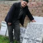 Ölmeden kendi mezar taşını hazırladı!