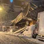 Eyüpsultan'da spor salonunun çatısı çöktü, araçlar altında kaldı!