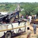 Hindistan'da otobüs kanala düştü: En az 32 ölü