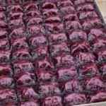 Mor baklava üretti, siparişlere yetişemiyor