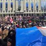 Gürcistan karıştı: Parlamento önünde çadır kurdular