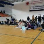 İstihbarat MİT'ten operasyon jandarmadan: Kamyonlardan 35'i çocuk 176 düzensiz göçmen çıktı