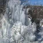 Su borusu patladı, buzdan ağaca dönüştü