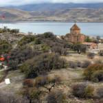 Van'ın dünyaca ünlü adası ziyaretçi akınına uğruyor
