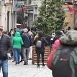Sokağa çıkma kısıtlamasında Taksim Meydanı turistlere kaldı