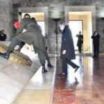 Bakan Akar'ın eşi Şule Akar'dan, Anıtkabir'e ziyaret
