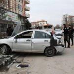 Çubuk'ta devrilen otomobil yürüyüş yapan çifte çarptı: 7 yaralı