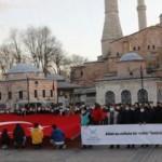 Türkiye Gençlik Vakfı kabulünün 100.yılında Ayasofya'nın önünde İstiklal Marşı okudu!