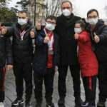 Bakan Kasapoğlu derbiyi down sendromlu sporcularla izledi