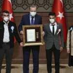 Erdoğan, şehit yakını ve gazilere madalya ve beratlarını takdim etti