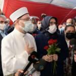 Diyanet İşleri Başkanı Erbaş, evlat nöbetindeki ailelerle bir araya geldi