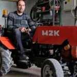 Hurda parçalarla garajında mini traktör yaptı