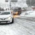 Kağıthane'de yollar buz pistine döndü! Sürücüler ve vatandaşların zor anları...