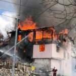 Kızılcahamam'da ahşap ev alev alev yandı
