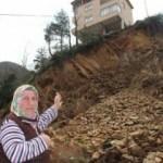 Rize'de heyelan; 3 ev tahliye edildi