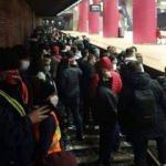 Romanya'da metro sendikası üyeleri raylara inerek trafiği durdurdu