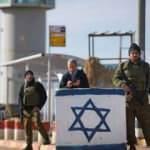 Batı Şeria'da Yahudi yerleşimciler yaşlı bir Filistinliye taşla saldırdı