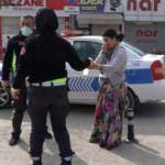 Çıplak ayakla polislerin yanına koşup yardım istedi! Eşim beni dövdü
