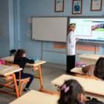 Bakan Selçuk'tan canlı sınıf açıklaması