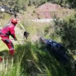 Uçuruma yuvarlanmaktan ağaca çarparak kurtuldu