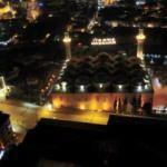 622 yıllık Ulu Cami'ye asılan Ramazan mahyası geceyi aydınlattı