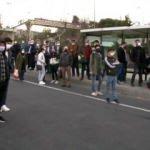 Ayvansaray'da yolcular gelmeyen otobüse isyan etti! Yolu trafiğe kapattı