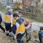 Bursa'da dereye uçan araçtan sürücüyü böyle kurtardılar