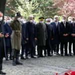 Cumhurbaşkanı Erdoğan, Özal'ın kabri başında dua ederek Kur'an-ı Kerim okudu