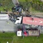 Üzerine TIR devrilen otomobilin sürücüsü hayatını kaybetti